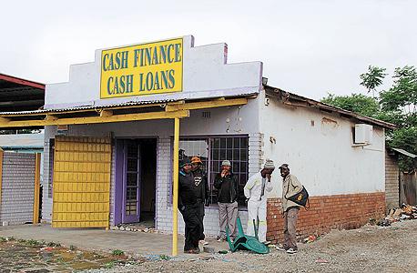 """""""בנק"""" בדרום אפריקה, צילום: בלומברג"""