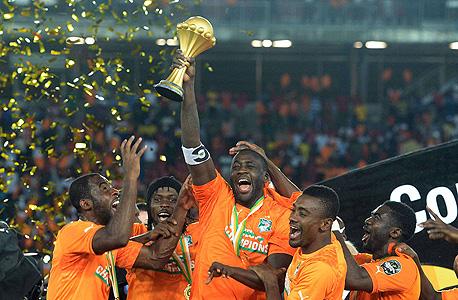 """על פי יו""""ר ההתאחדות הכדורגל הניגרית, אמג'ו פיניק, המהלכים """"יגדילו את ההכנסות של CAF בצורה דרמטית - עד פי 3 מההכנסות שלנו כיום""""."""