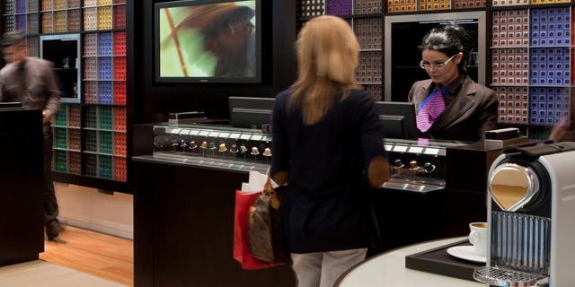 סניף נספרסו בדובאי. מחזור המכירות של המותג עמד על 4.8 מיליארד דולר בשנה החולפת, צילום: בלומברג