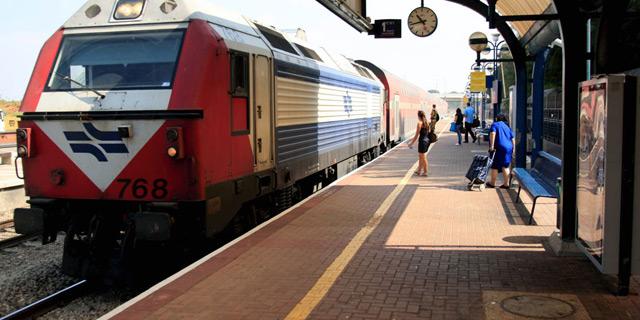 החשד: עובדים ברכבת קיבלו שוחד מקבלנים בתמורה לדיווחים כוזבים על ניקיונות