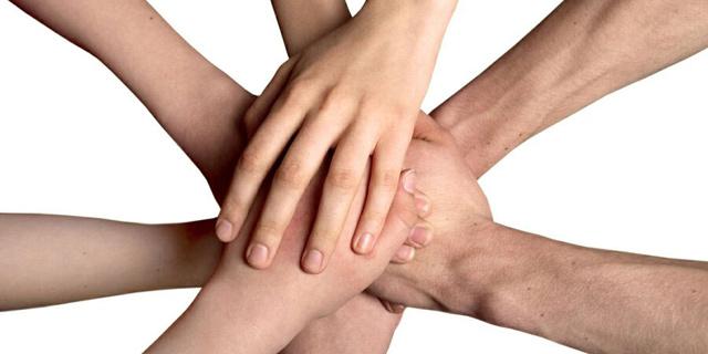 ידיים לחיצת יד חברתי קבוצה קבוצתי