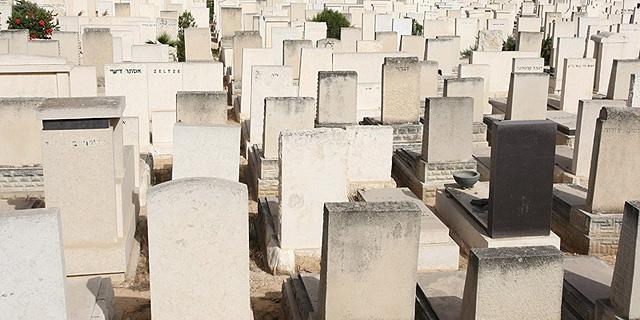 בכירים לשעבר בחברה קדישא ובמועצה הדתית יהוד עוכבו לחקירה בחשד למכירה לא חוקית של חלקות קבר