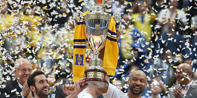 מכבי תל אביב בזכייתה בגביע המדינה בכדורסל, צילום: אורן אהרוני
