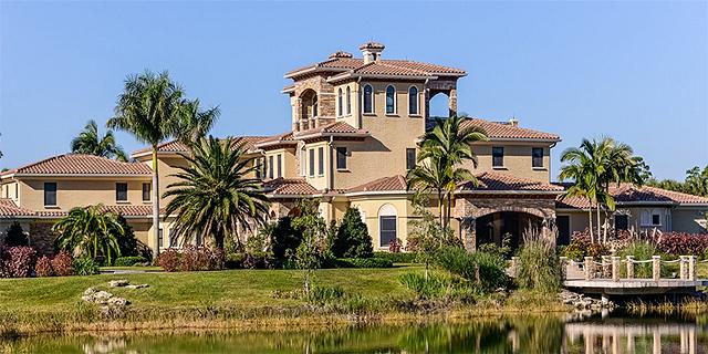 """כולל אגם וסוסים: מנכ""""ל פדקס לשעבר מוכר את הבית שלו בפלורידה ב-23 מיליון דולר"""
