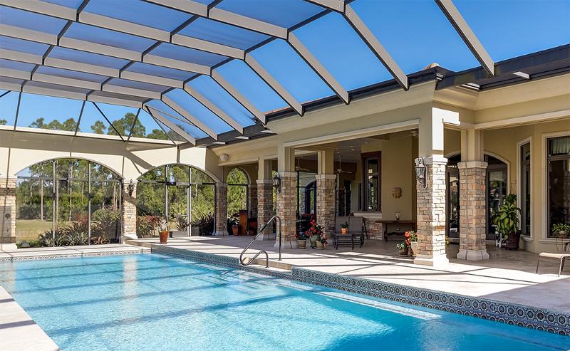 מבט על בריכת השחייה באחוזה בפלורידה, צילום: Sotheby