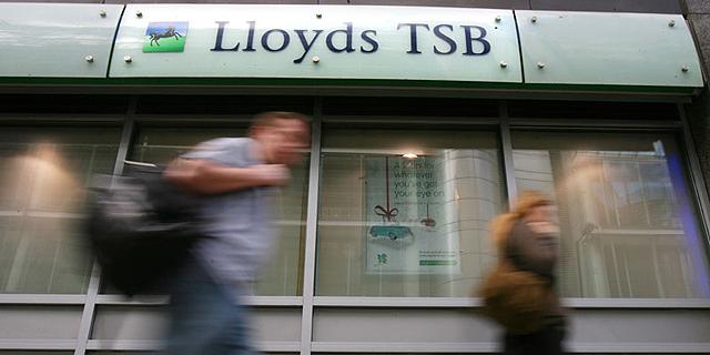 מריל לינץ': בנק לוידס הבריטי בקשיי נזילות