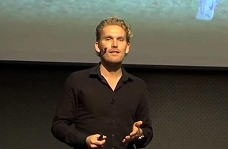 ראסמוס אנקרסן, המנהל הספורטיבי של מיטילאנד. אנקרסן הוא בלוגר, סופר ויזם שכתב את הספר על מציאת כישרון