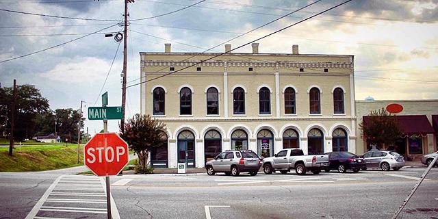 """במחיר דירה בת""""א: עיירה בארה""""ב מוצעת למכירה ב-680 אלף דולר ב-Ebay"""