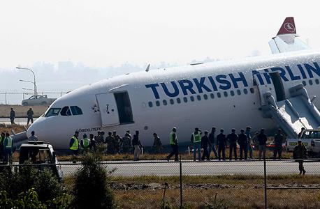 מטוס טורקיש איירליינס שהחליק על המסלול בנפאל, צילום: אי פי איי