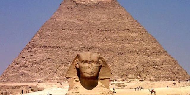 מבוכת ענק לממשלת מצרים: סרטון פורנו צולם ליד הפירמידות