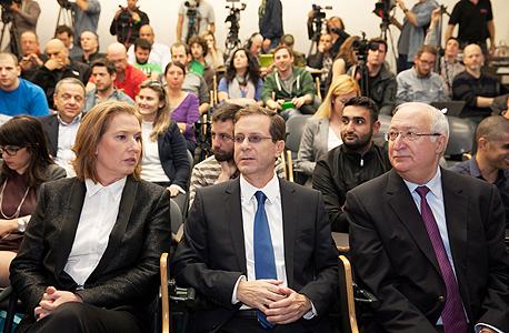האירוע הכלכלי המחנה הציוני מימין מנואל טרכטנברג ו יצחק הרצוג ו ציפי לבני, צילום: עמית שעל