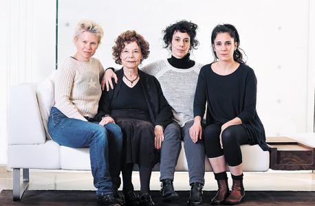 מימין יהודית סספורטס, עילית אזולאי, לילי אלשטיין וסיגלית לנדאו
