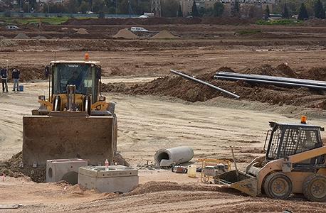 בנייה (ארכיון). 43% - שיעור הדירות ששווקו במכרזי מחיר למשתכן שמכירתן נכשלה ב־2012