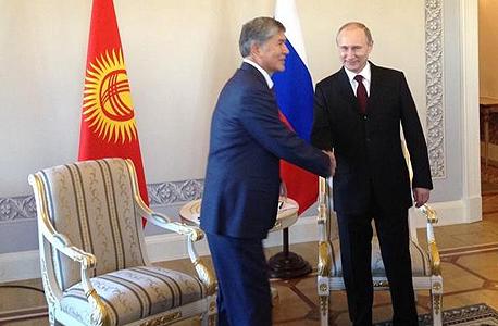 פוטין עם נשיא קירגיסטן. לאן הוא נעלם?