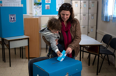Woman voting in the Israeli 2015 elections (illustration). Photo: Amit Sha'al