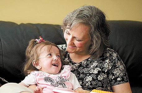 """מקנזי וויטקה ומורתה. בת 5, שוקלת 7 ק""""ג וגובהה 75 ס""""מ"""