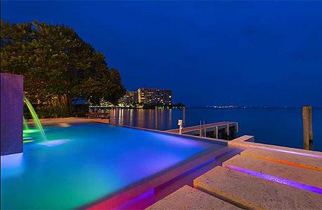 הבית במיאמי כולל כמובן בריכה