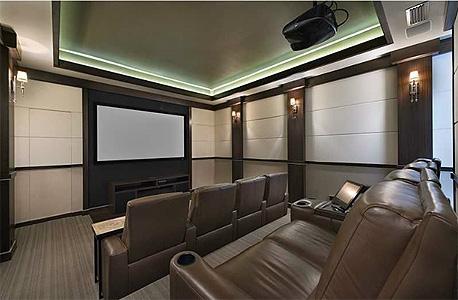 חדר הקולנוע של ג'יימס. יכול להיות שלכם תמורה 15 מיליון דולר