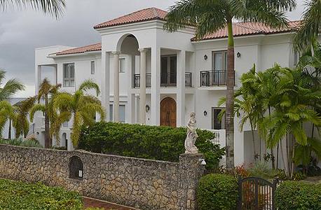 הבית של לברון ג'יימס במיאמי. 2 מיליון דולר פחות מהמחיר באוקטובר