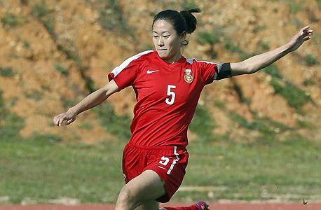"""וואו איהאן, שחקנית נבחרת סין בכדורגל. לנשיא סין יש """"שלוש משאלות"""": להעפיל למונדיאל, לארח מונדיאל, ובסופו של דבר גם להניף את הגביע הנחשק"""