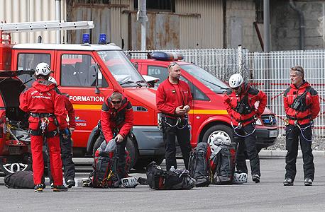 צוותי חירום בצרפת לקראת היציאה לאזור ההתרסקות