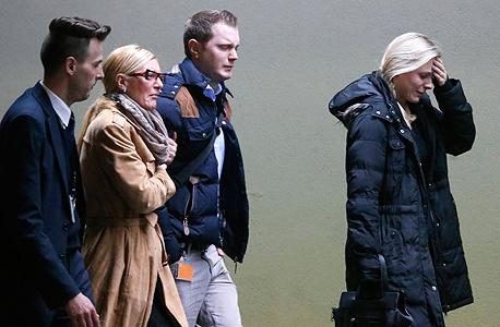 קרובים של הרוגים בהתרסקות המטוס, בשדה התעופה של פרנקפורט, צילום: איי פי