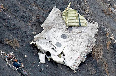 שברי מטוס ג'רמן ווינגס באלפים הצרפתיים. הפרת הקוד האתי היתה מצילה חיי אדם