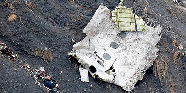 שרידים מהמטוס, צילום: רויטרס