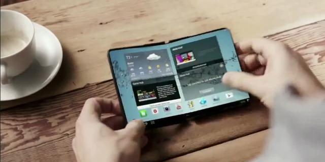 עיצוב קונספט של טלפון בעל מסך מתקפל