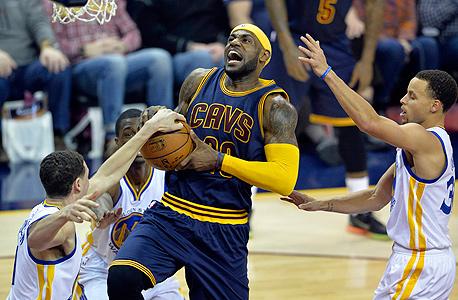 לברון ג'יימס נגד סטפן קארי וקליי תומפסון מגולדן סטייט. גולדן סטייט היא הדבר הכי מלהיב שנראה ב־NBA כבר הרבה שנים