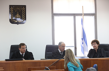 השופטים מימין: רבקה פרידמן פלדמן, יעקב צבן ומשה סובל