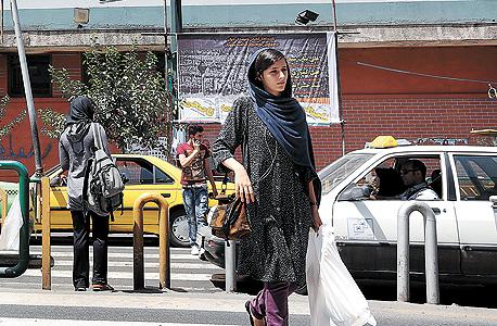 רחוב בטהרן. הסנקציות הקשו את חיי האזרחים האיראנים, צילום: אי פי איי