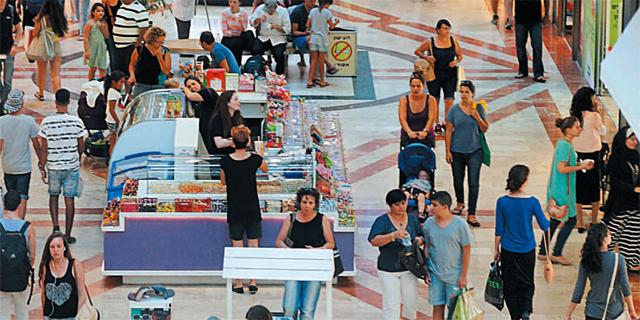 איתותים להאטה גם בארץ: פדיונות הקניונים בירידה