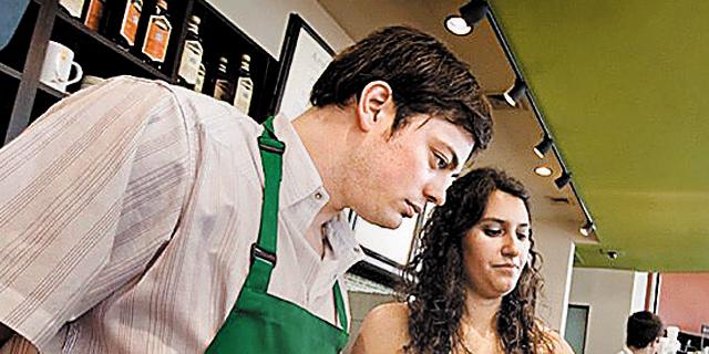 """מנכ""""ל סטארבקס לעובדים: """"תתחשבו בלקוחות, רבים מהם נפגעו מקריסת הבורסות"""""""