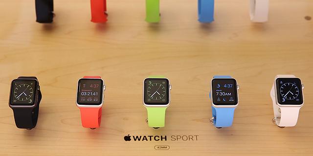 שעוני אפל בחנות, צילום: בלומברג