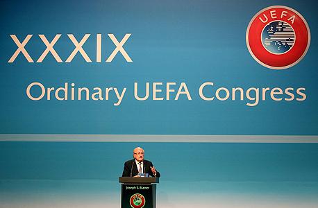 """ספ בלאטר, נשיא פיפ""""א בכנס אופ""""א בשווייץ. והמסקנה העיקרית היא שכל פרנק שוויצרי שמוציאים ארגוני הספורט בשוויץ יוצר שווי של 1.55 פרנק עבור הכלכלה השוויצרית., צילום: איי פי"""