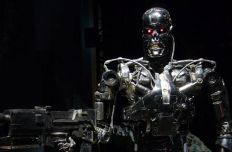 """רובוט רוצח מהסרט """"שליחות קטלנית"""". לפי גוגל, הוא יישאר בעולם המד""""ב ולא יהפוך למציאות"""