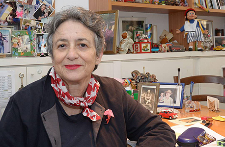 יהודית ענבר אוצרת התערוכה