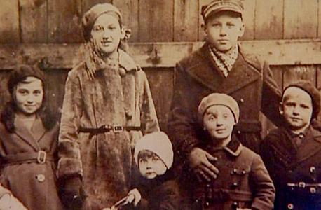 תמונות ילדות של העדים בסרט