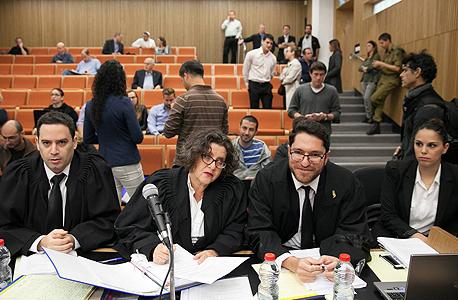"""מימין: עוה""""ד מאור ברדיצ'בסקי, חנה קורין ועמית בכר"""