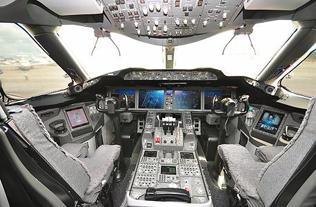 קוקפיט של בואינג 787, אחד מהדגמים שרגישים לפריצה