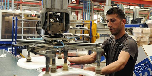 חברות הביטוח מסרבות לבטח עובדים פלסטינים העובדים בישראל תחת היתר המינהל האזרחי