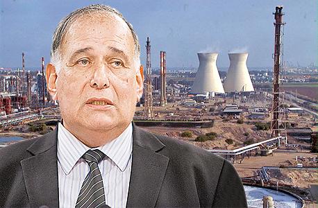 ראש עיריית חיפה יונה יהב על רקע בתי הזיקוק