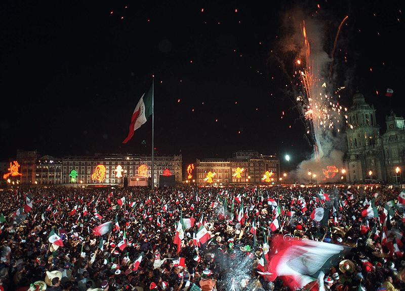 החגיגות השנתיות בכיכר זוקאלו שבמקסיקו סיטי