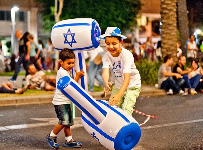 ילדי תל אביב חוגגים את יום העצמאות
