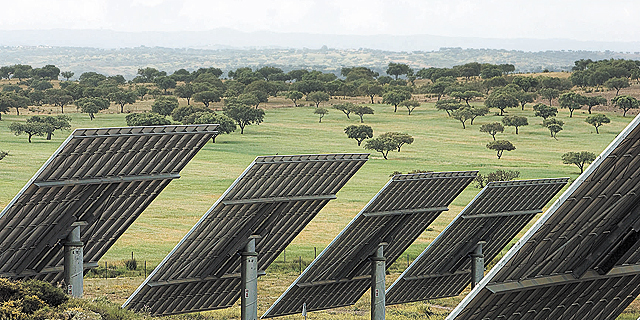 אנרגיה נקייה אחראית ל-10% משוק החשמל