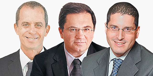 מימין: עורכי הדין סיני אליאס, אהרון מיכאלי וגיורא ארדינסט, צילום: עמית שעל, אוראל כהן