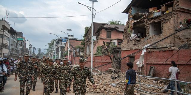 רעידת האדמה בנפאל: מניין ההרוגים מטפס. פצועים וחולים ברחובות