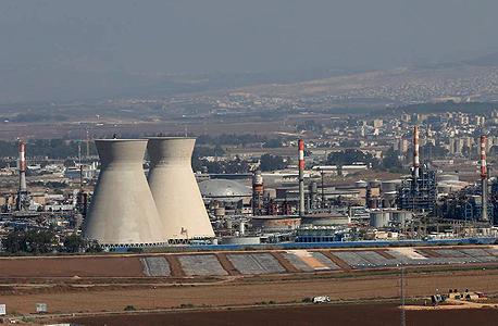 """בתי הזיקוק של בז""""ן בחיפה, צילום: אלעד גרשגורן"""