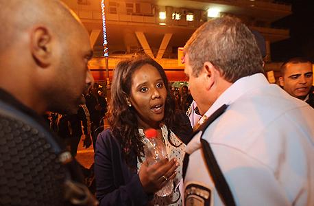 """ח""""כ לשעבר פנינה תמנו-שטה בהפגנה, צילום: גיל יוחנן"""